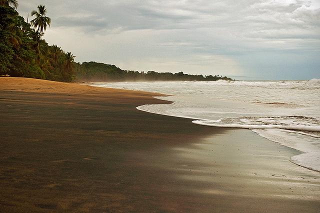 Costa rica black sand beaches landscapes dreamlands for Black sand beaches costa rica