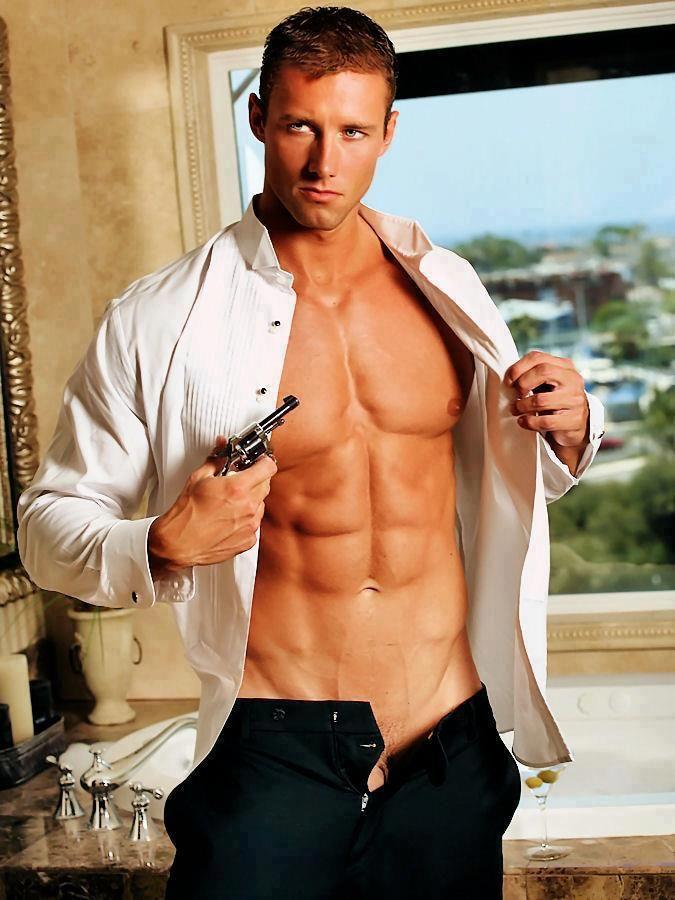 Sexy James Bond type photo | Photography inspiration Male | Pinterest: pinterest.com/pin/207236020325476992
