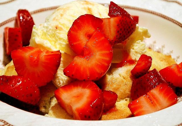 Old-Fashioned Strawberry Shortcake | Yummy Sweets :) | Pinterest