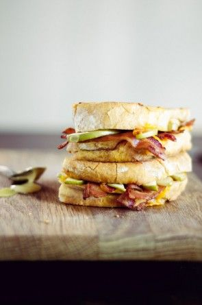 Mmm, grownup grilled cheese! Apple, Cheddar & Bacon Grilled Cheese ...