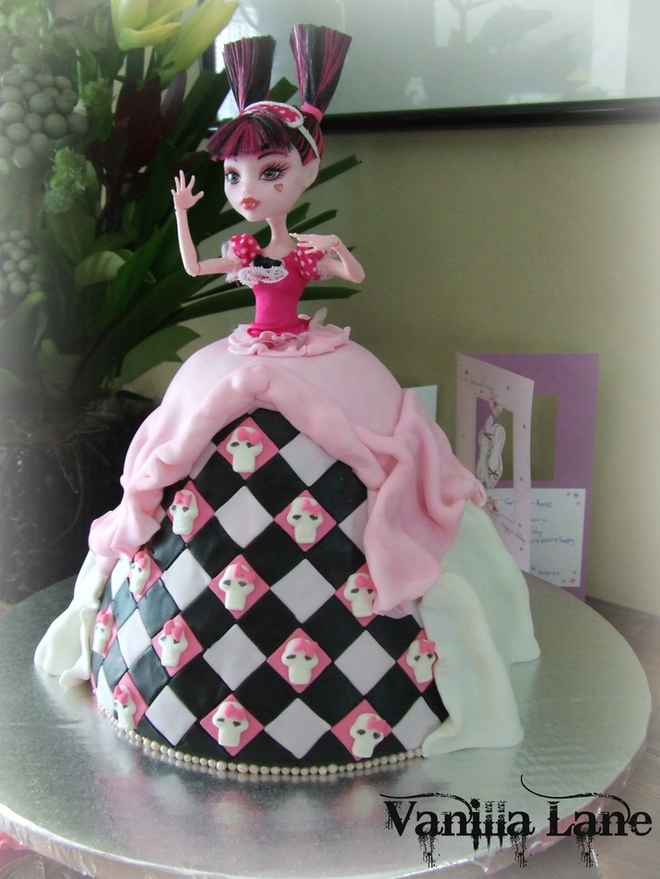 Dead Tired - Monster High Cake