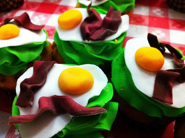 Bacon & Eggs cupcakes | Sugarush Red Bank Creations | Pinterest