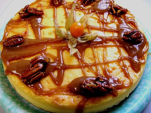 Marscapone cheesecake with candied pecans & dulce de leche sauce