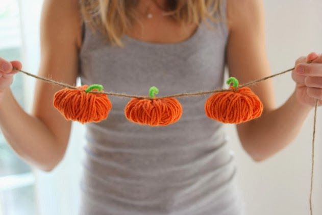 Yarn Pumpkin Garland | Design Improvised