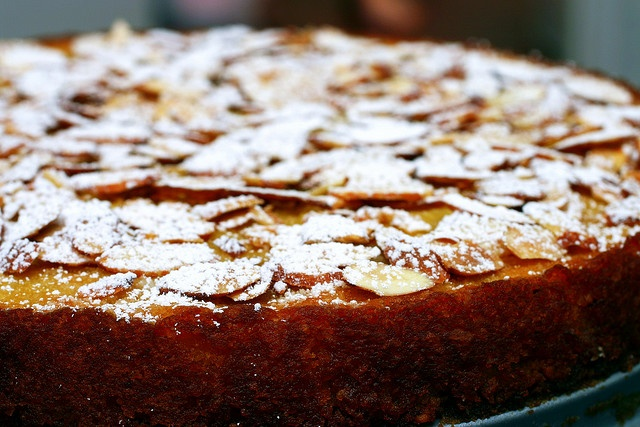 ... .com/2010/01/cranberry-syrup-and-an-intensely-almond-cake