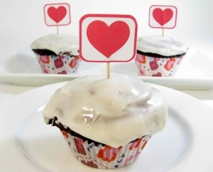 Skinny Red Velvet Cupcakes + Skinny Cream Cheese Frosting Recipe