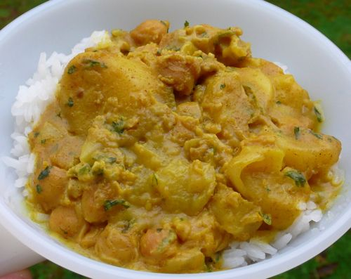 Chickpea Potato Curry - Gazing In | {Raw & Vegan Things} | Pinterest