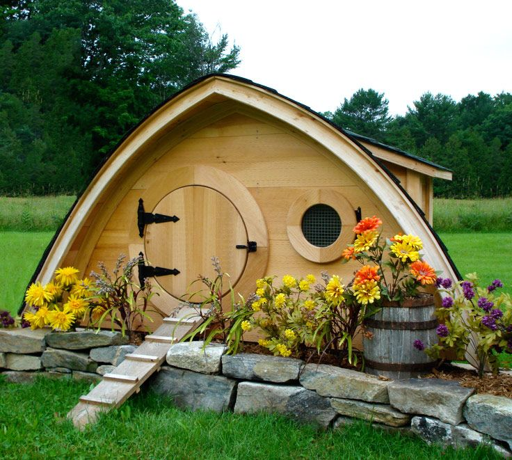 That's a chicken coop that looks like a Hobbit hole.