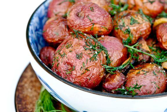 Garlic Roasted Potatoes with Dill | Vegan | Pinterest