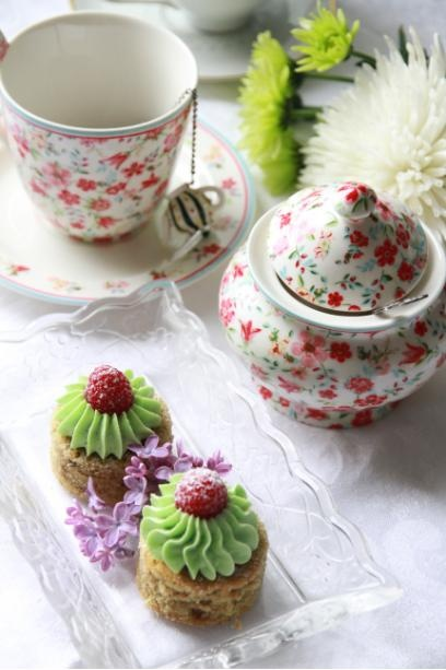 Raspberry & Pistachio Mini-Cakes | patisserie | Pinterest
