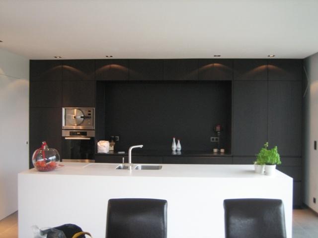 Witte Keuken Taupe Muur : contrast zwarte wand – wit eiland Keuken Pinterest