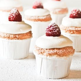 Light and airy angel food cupcakes. Refreshingly unexpected for the ...