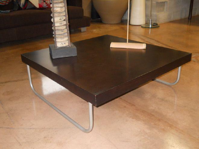 Tavolino da soggiorno Wengè con struttura in metallo satinato