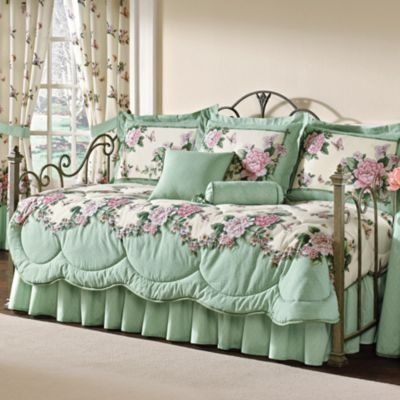 how to find the best daybed bedding quilting pinterest. Black Bedroom Furniture Sets. Home Design Ideas