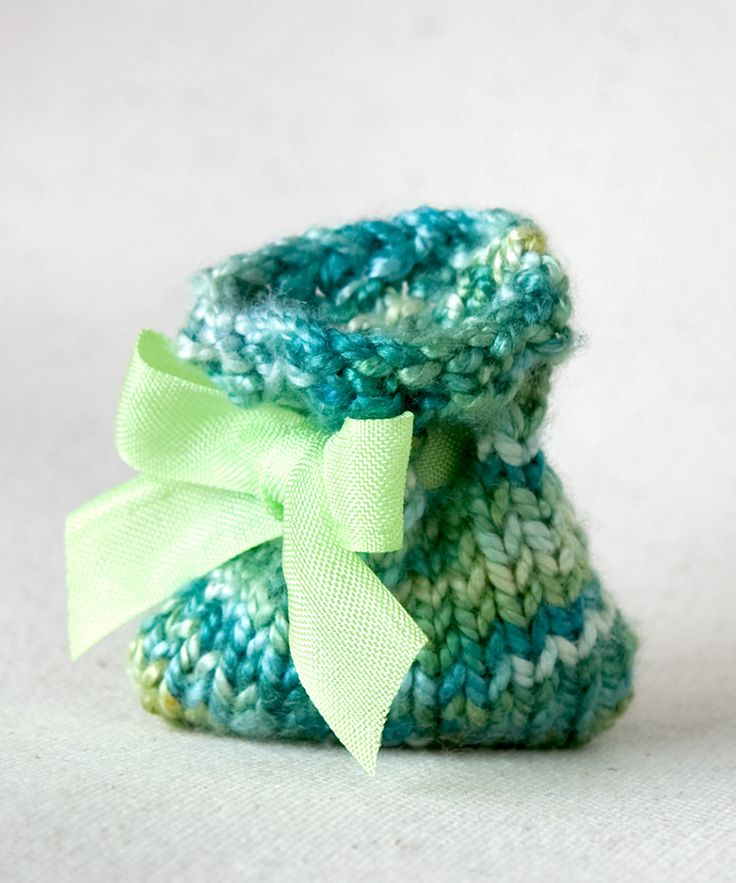 Knitting Gifts : Cute little knitted Gift Bag. Use up leftover wool!