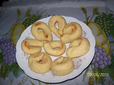 Receita de Bolo de Roda, veja a receita neste link:    http://www.ovaledoribeira.com.br/2011/06/receita-de-bolo-de-roda.html