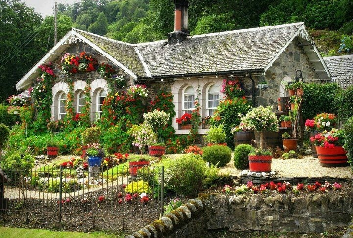 Pictures Nice Home Gardens : Quaint cottage style homes