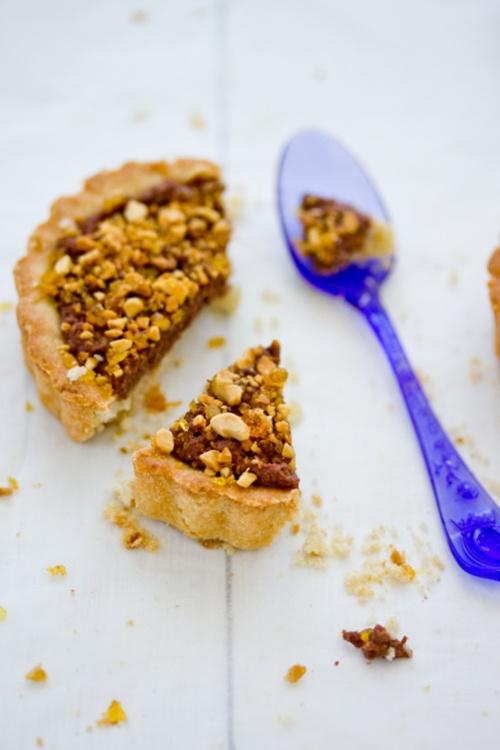 chocolate peanut butter tart with peanut praline