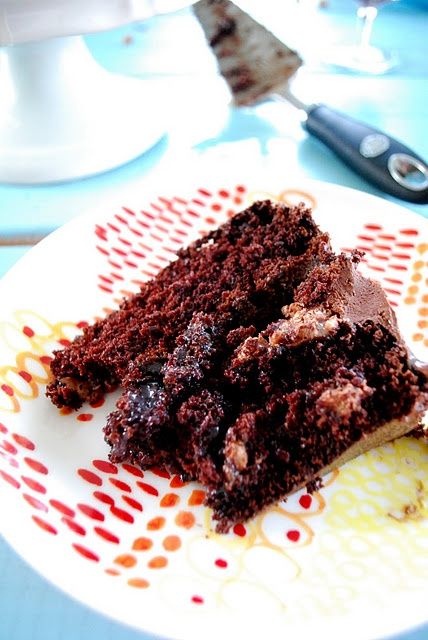 chocolate cake w/ milk chocolate crunch and caramel sauce