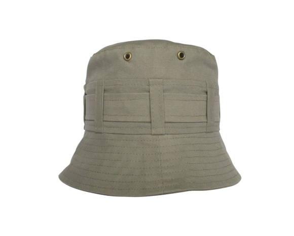 Chapéu em tecido com aplicação de ilhós. Proteção com estilo. Cores : cinza, marinho, caqui e branco Bebê: 3m(44cm) 6M(46cm) 9M(48cm) 18M(51cm) Infantil: 2anos(52cm) 3 a 5anos(53cm) 6 a 7anos(54cm) 8 a 10anos(55cm) Adulto: P(56cm) M(57cm) G(58cm) GG(59cm) Os tamanhos acima são os mais comuns, mas pode haver uma alteração, principalmente em crianças, algumas usam tamanho maior do que o sugerido. Para ter certeza do tamanho sugiro que use uma fita métrica, circulando a cabeça  1 dedo acima da o...