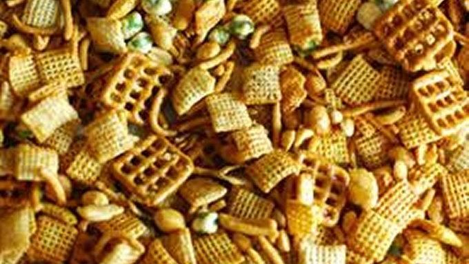 SRIRACHA CHEX MIX A twist on Chex mix that uses sriracha and soy sauce ...
