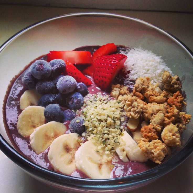 acai bowl w// strawberries, blueberries, bananas, flax seed granola ...