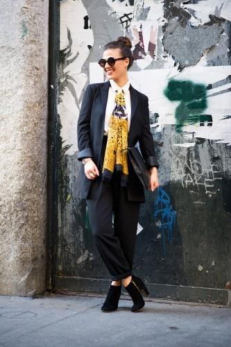 Dana Suchow, blogger. Vintage jacket, Steve Madden shoes, Coach bag. via R29.