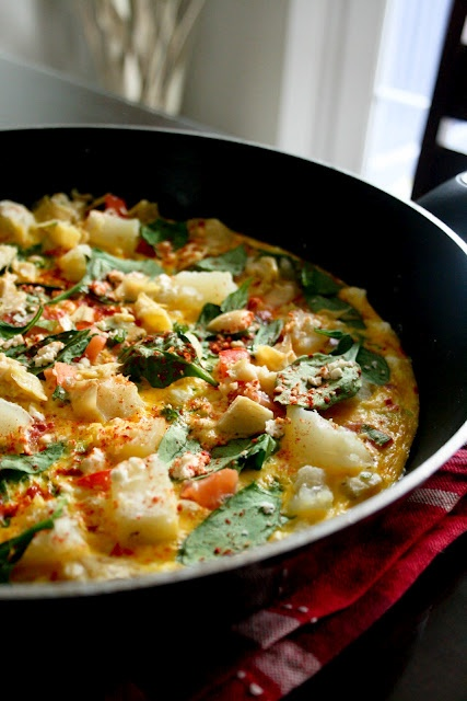 Spinach & feta frittata (I'd probably add some spicy sausage) via foo...