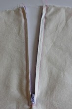 Tutorial: Installing a centered zipper · Sewing   CraftGossip.com