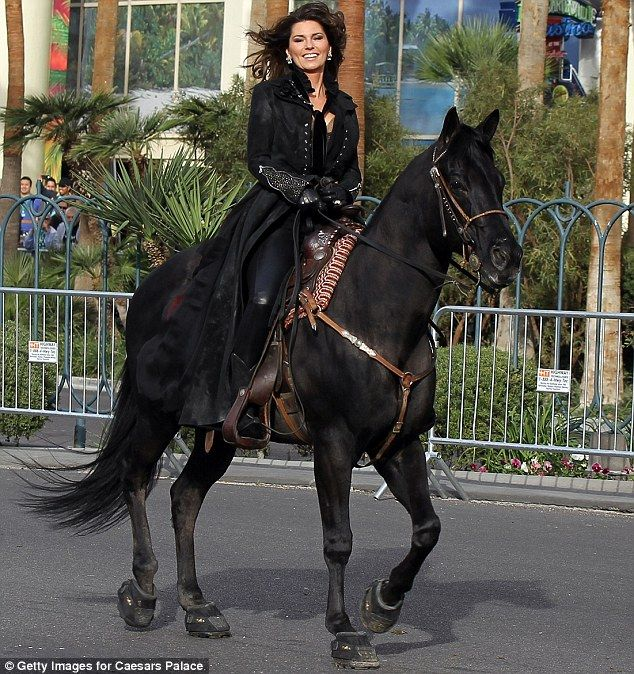 Shania Twain made a grand entrance to Caesar's Palace on horseback down the Vegas Strip.