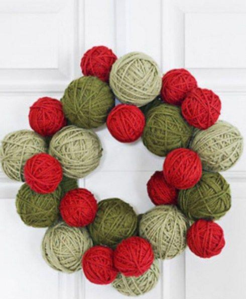 Yarn wreath | Christmas crafts | Pinterest