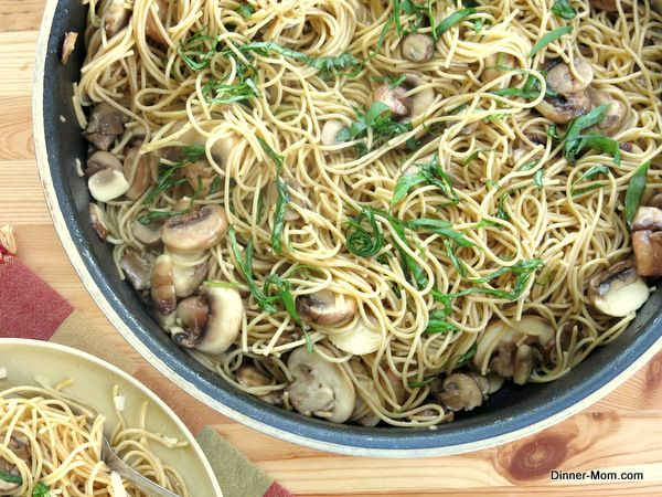 Pasta with Olive Oil, Garlic and Mushrooms - The Dinner-Mom