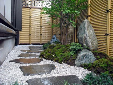 Small space japanese garden bamboo fence garden ideas 1 for Gardening in small spaces