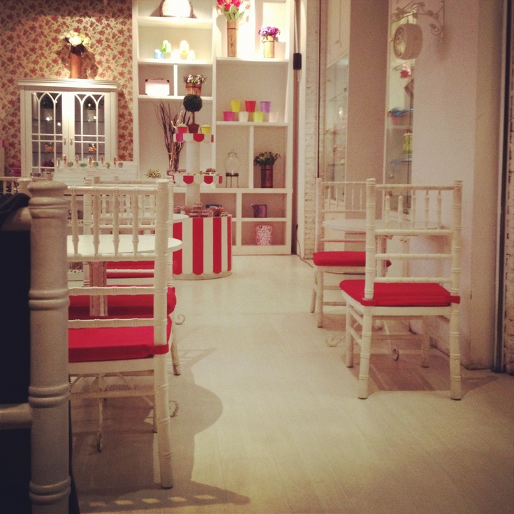 Cute cake shop interior interior pinterest for Bakery shop decoration ideas