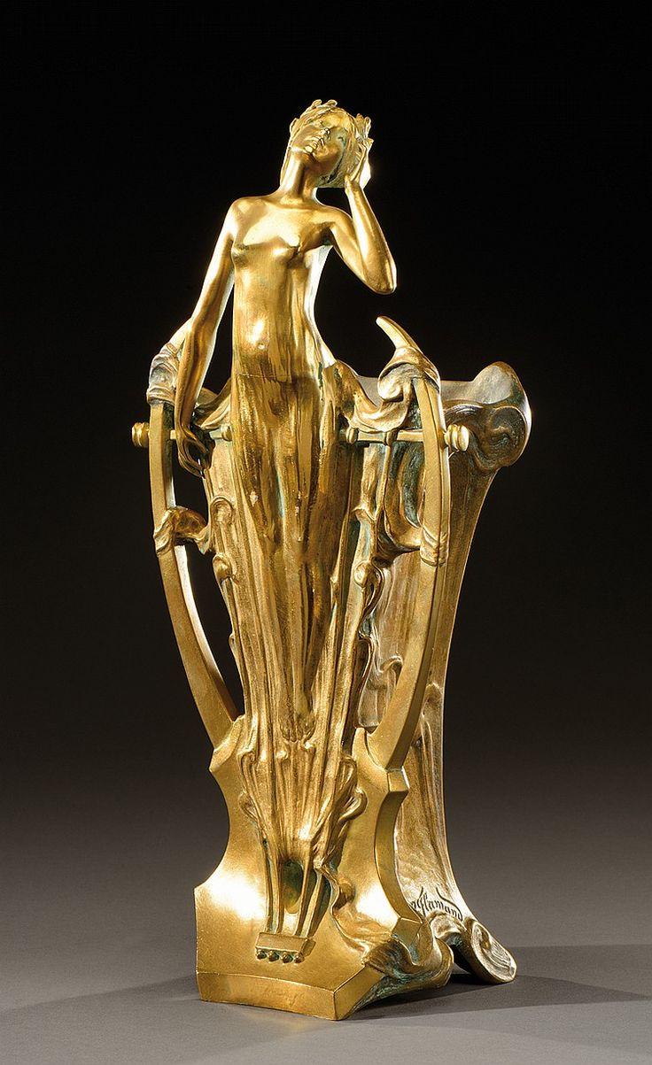 ** GEORGES FLAMAND (1895-1925) Jardinière en bronze doré