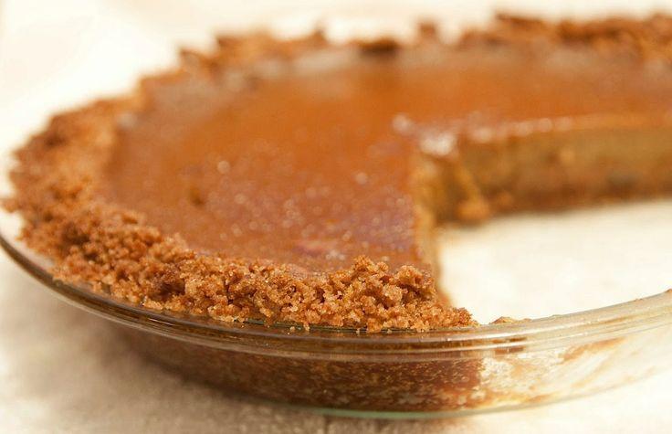 Easy Pumpkin Pie with Granola Crust | thanksgiving | Pinterest