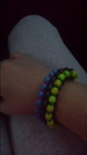 Cute bead bracelet with crazy loom or rainbow loom