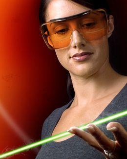 Las gafas de protección laser para cubrirnos de las diferentes longitudes de onda