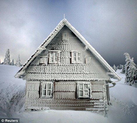 snowy cottage..oh my yes!