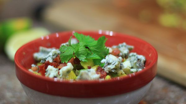 Chunky guacamole with sage, bacon and blue cheese: season avocados ...