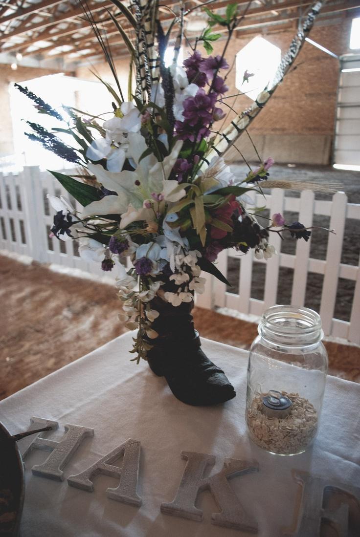 45cd0a029e6dc29aa74456a6f70cf1d9 - Cowboy Boot Vase Wedding