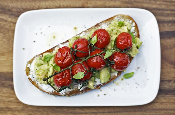Roasted tomato and avocado toast | Healthy can be yummy ...