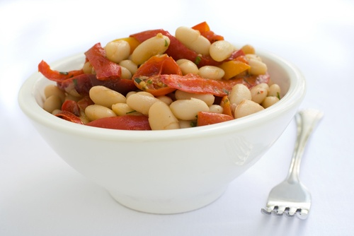 This Italian-style, #hearthealthy Northern Bean Tomato Salad goes ...