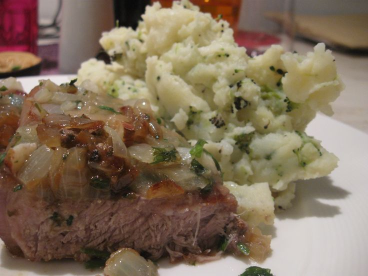 Argentine Beef, garlic & parsley with mashed potatoes & broccoli ...