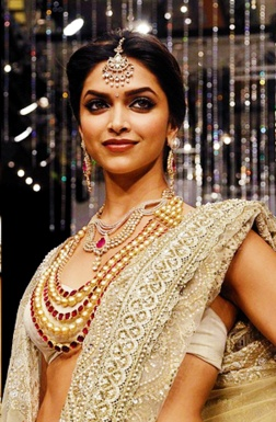 Deepika Padukon- beautiful Kundan set