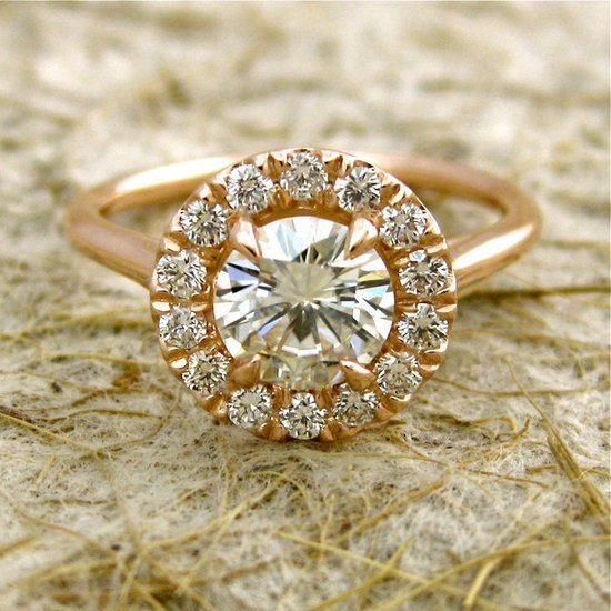 this is ring is simple and stunning...love it.