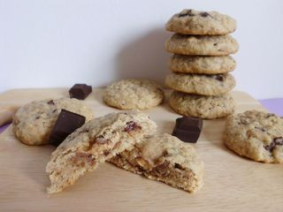 milky-way-stuffed-chewy-chocolate-chunk-oatmeal-cookies Pink Recipe ...
