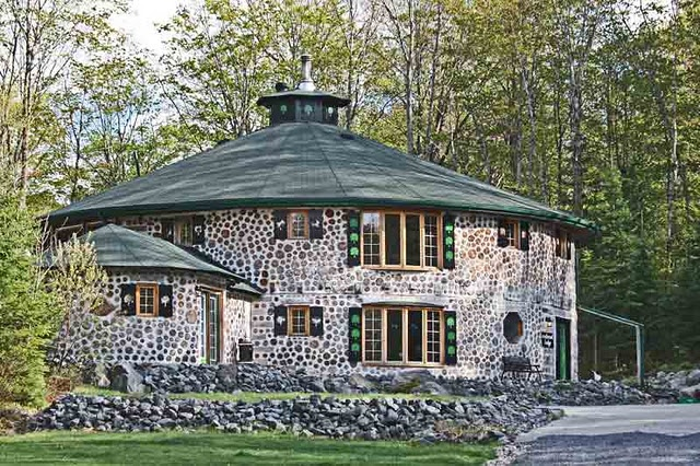 Pretty cordwood roundhouse alternative building methods - How to build a cordwood house ...