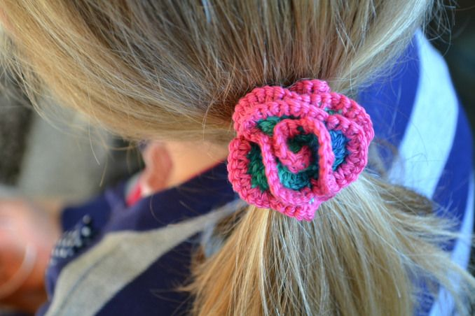 Crochet rose hair ties free pattern Fiber Fun Pinterest