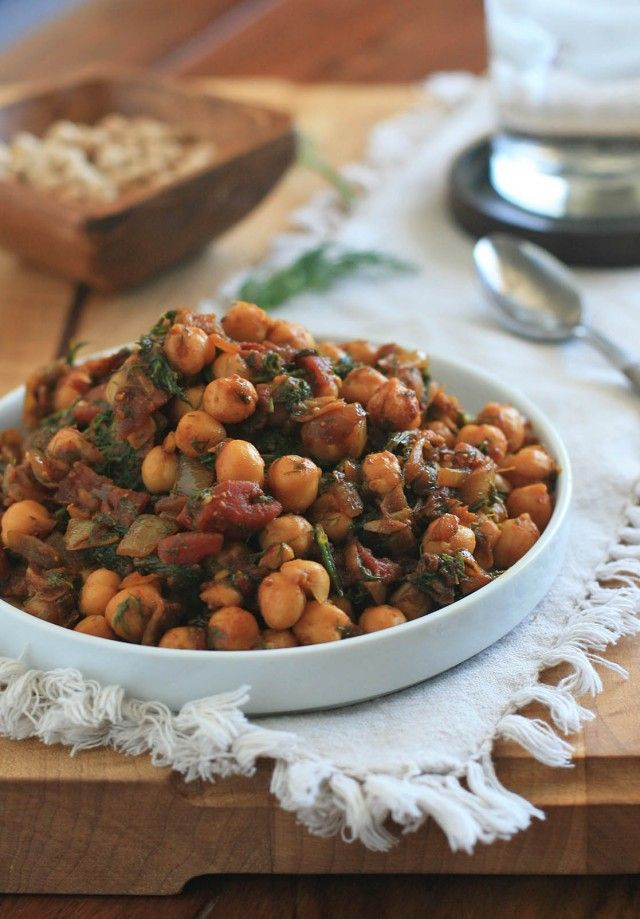 Indian Chickpeas with Dill and Tomato